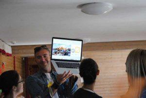 Associazione Click - Emanuele Elo Usai durante il corso Be young be social in Lituania