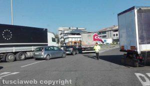 Orte - I lavoratori della Pavimental bloccano il casello