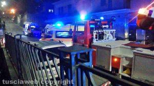 Viterbo - Palazzina in fiamme in via della Caserma