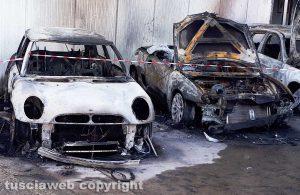 Maxi rogo al Poggino - Le auto incendiate