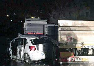 Roma - Schianto auto-tir sulla Flaminia