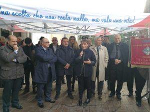 Viterbo - L'Avis dona una nuova autoemoteca alla Asl