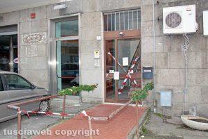 Viterbo - Via della Caserma - Sigilli al palazzo andato a fuoco