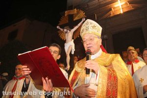 Bagnaia - Il focarone di Sant'Antonio - Il vescovo Lino Fumagalli
