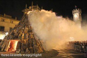 Bagnaia - Il focarone di Sant'Antonio