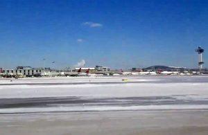 New York - L'aeroporto Jfk sotto la neve