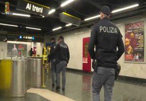 Napoli - Aggressione a minorenne - Polizia al lavoro
