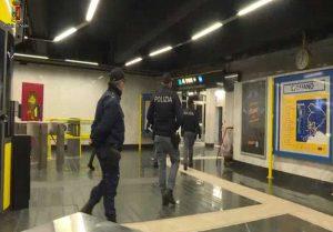 Napoli - Aggressione a minorenne - Polizia al lavoroNapoli - Aggressione a minorenne - Polizia al lavoro