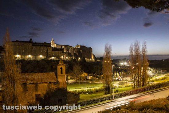Viterbo - Palazzo papale e l'ex chiesa di Santa Croce di notte
