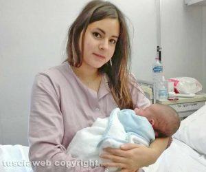 Viterbo - Fabiana Baroni e il figlio Manuele Mancini, primo nato del 2018