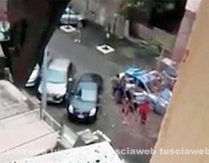 Viterbo - Poliziotto in mutande arresta e insegue due ladre in via Monte Nevoso