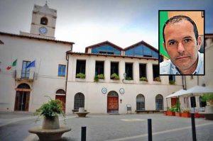 Il comune di Montalto di Castro - Nel riquadro: Il sindaco Sergio Caci