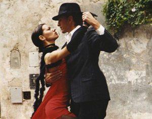 Due ballerini ballano il tango