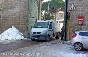 Viterbo - Il camion fermo a porta Romana