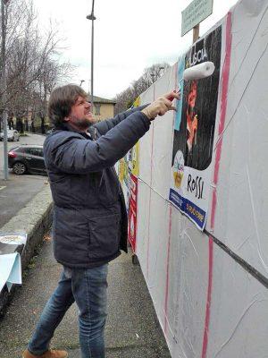 Viterbo - Filippo Rossi attacca manifesti elettorali