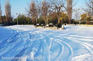 Neve e ghiaccio sulla strada per Villa Immacolata