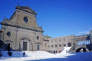Viterbo coperta di neve - Piazza San Lorenzo