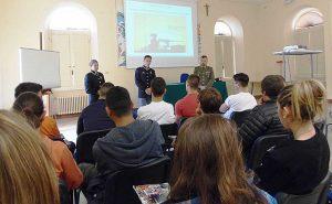 Viterbo - Info Team della scuola sottufficiali dell'Esercito al Ragonesi