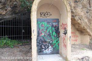 Viterbo - L'ingresso dell'ascensore a via sant'Antonio