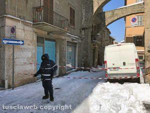 Viterbo - Neve sui tetti - Chiusa via Mazzini