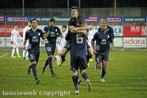 Sport - Calcio - Viterbese - L'esultanza dei gialloblù dopo il gol di Rinaldi