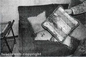 Delitto di Santa Lucia - Il cuscino del salone sporco di sangue usato per soffocare Rosa Franceschini