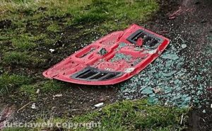 Spettacolare incidente, Ferrari cappotta sulla Verentana
