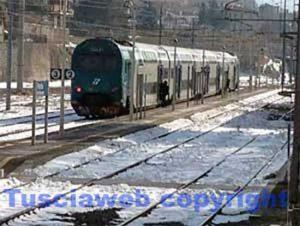 Viterbo - Un treno nella stazione di porta Romana sotto la neve