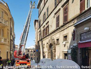 Viterbo - Neve - Vigili del fuoco al lavoro