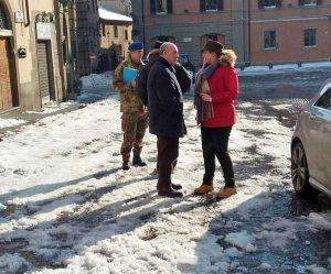 Neve a Viterbo - Militari al lavoro - Luisa Ciambella
