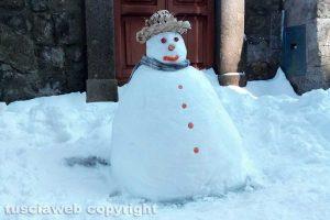 Viterbo - Un simpatico pupazzo di neve a Pianoscarano