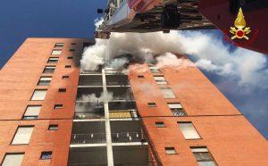 Milano - Incendio in un palazzo