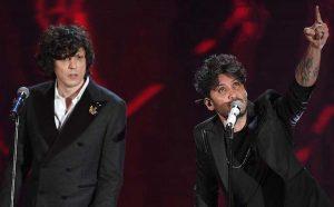 """Sanremo - Ermal Meta e Fabrizio Moro vincono con """"Non ci avete fatto niente"""""""
