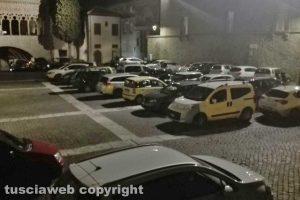 Viterbo - Parcheggio selvaggio a piazza San Lorenzo