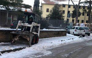 Vetralla - Protezione civile al lavoro per l'emergenza neve