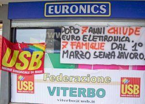 Civita Castellana - La protesta per la chiusura di Euronics