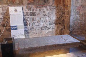 Montefiascone - Nuova collocazione per la lastra tombale di Defuk