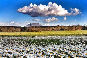 Civita Castellana - Il monte Soratte visto dai prati di Civita Castellana