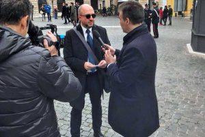 Roma - Mauro Rotelli intervistato fuori Montecitorio