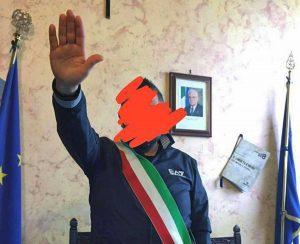 Tarquinia - Saluto fascista in comune