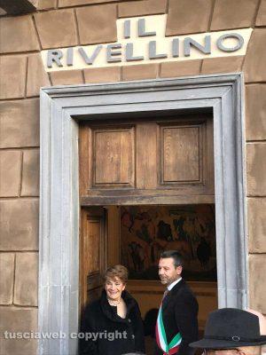 Tuscania - Il teatro Rivellino dedicato al tenore Veriano Luchetti - La soprano Mietta Sighele col sindaco