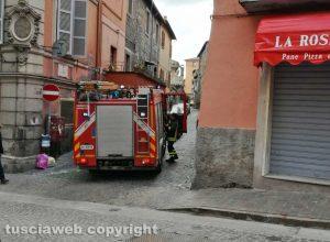 Viterbo - I vigili del fuoco in via Lucchi