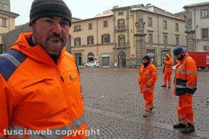 Neve a Viterbo - Maurizio Mariani e i lavoratori della Viterbo Ambiente