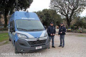 Viterbo - L'ufficio mobile della polizia a pratogiardino Lucio Battisti