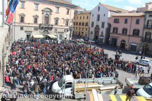 Viterbo - Studenti e cittadini in centro a pulire