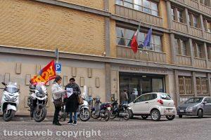 Viterbo - La protesta dell'Usb di fronte all'Inps