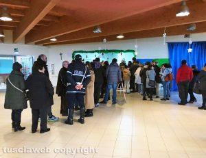 Elezioni - Tobia - La fila al seggio