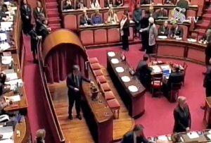 Roma - Senato - Francesco Battistoni vota