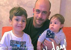 Alessandro Arriga insieme ai figli