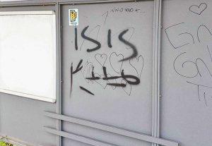 """Civita Castellana - Scritta """"Isis"""" alla stazione della Roma Nord- Catalano"""